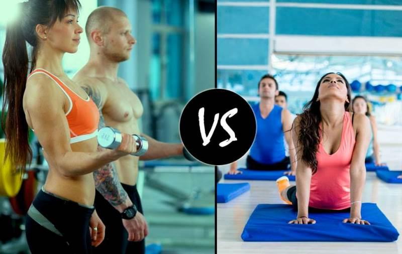 trening na siłowni czy zajęcia grupowe
